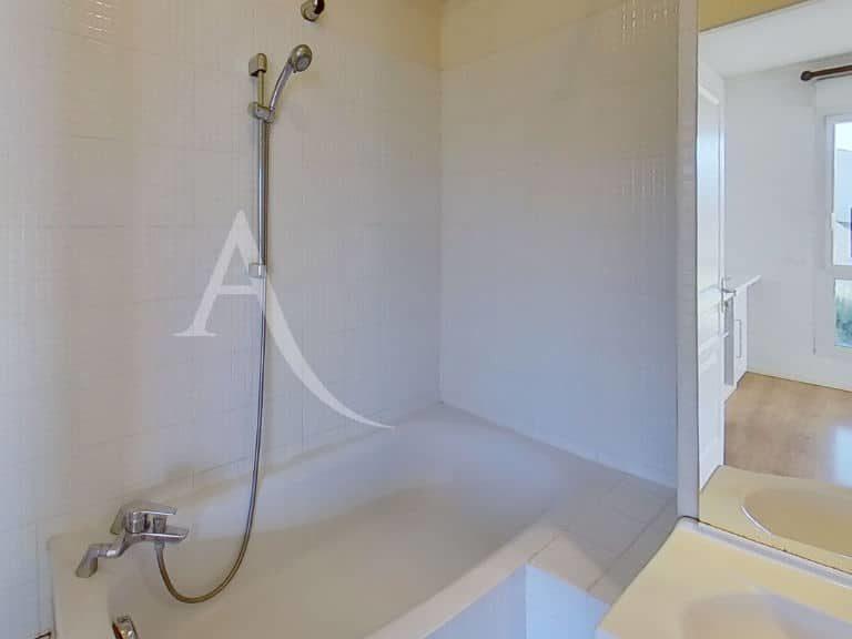agence alfortville: studio 36 m², salle de bain avec baignoire, wc séparé