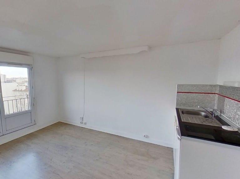 appartement alfortville: studio 17 m², pièce à vivre avec kitchinette, balcon