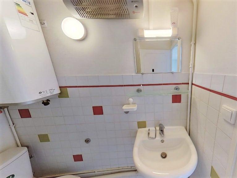 location appartement alfortville: studio 17 m², salle d'eau: baignoire, lavabo, wc