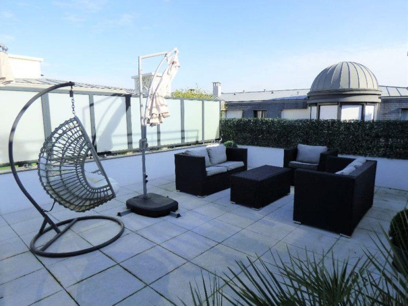 agence immo maisons-alfort: 3 pièces 68 m², grande terrasse avec son mobilier