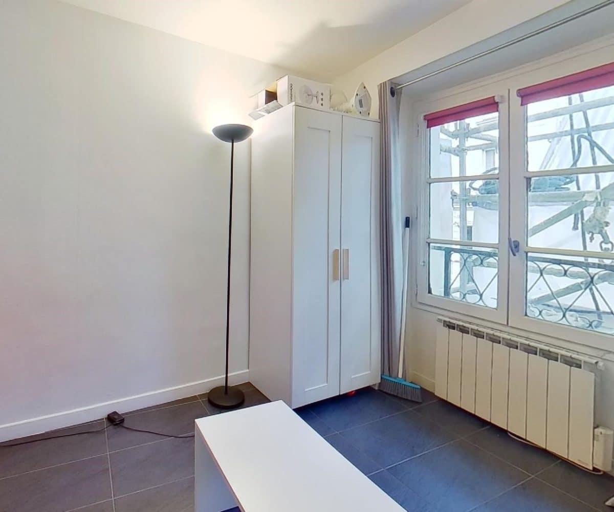 studio meublé charenton: studio 19 m², pièce à vivre avec placards, belle luminosité