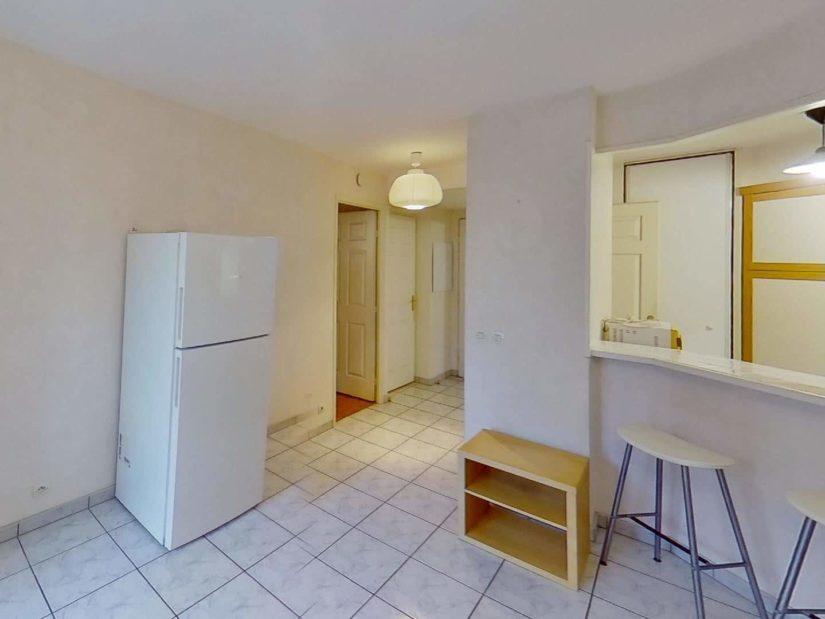 louer appartement alfortville: 2 pièces 39 m², cuisine semi ouverte sur séjour, table bar