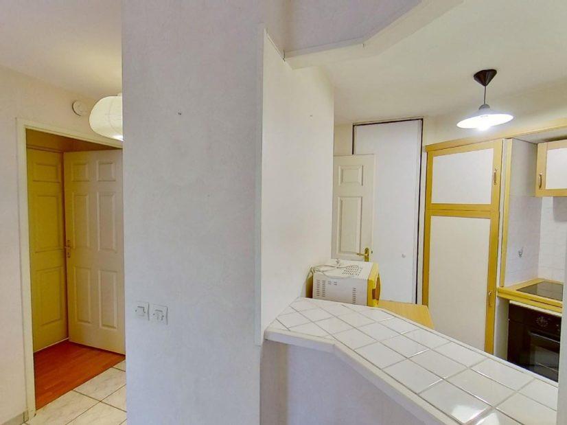 l adresse alfortville: 2 pièces 39 m², bel espace sur ce séjour avec cuisine semi ouverte