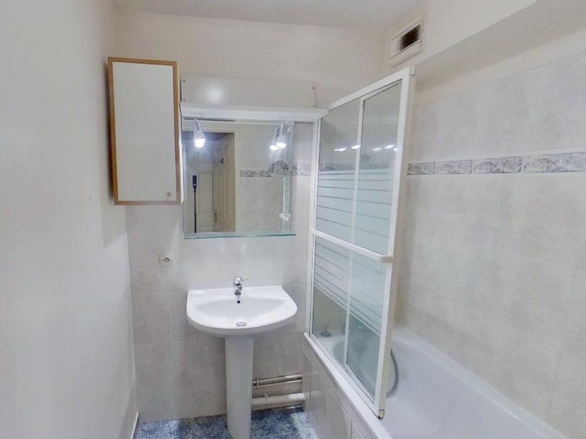 location appartement alfortville: 2 pièces 39 m², salle de bain avec baignoire, wc séparé