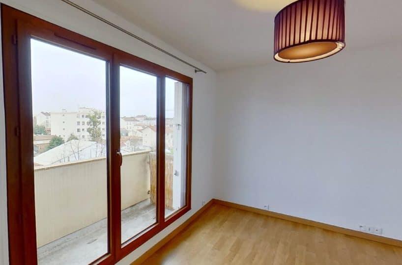 immobilier alfortville: studio 27 m², grand balcon dans la pièce à vivre