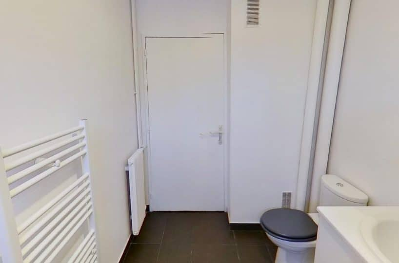 agence immo 94: studio 27 m², salle de bain avec baignoire et wc, alfortville