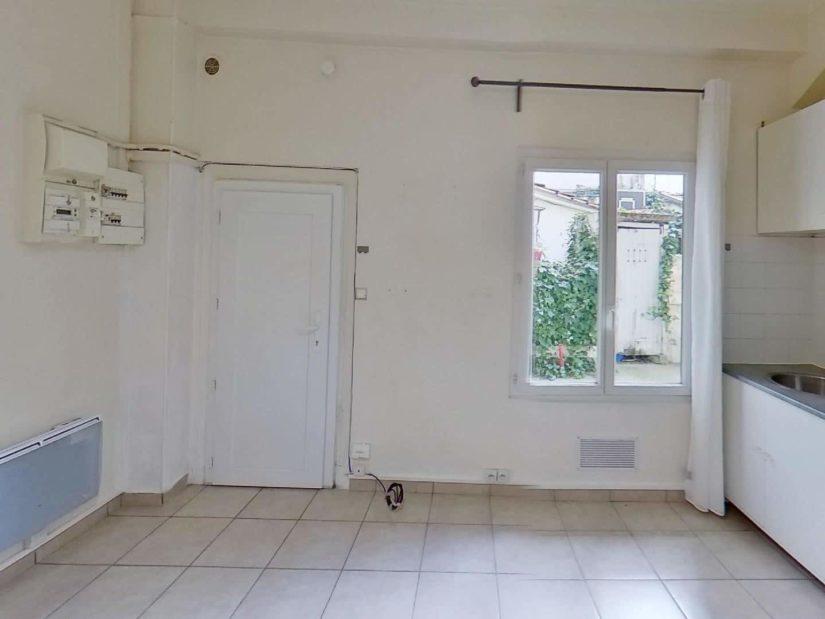 location appartement 94: studio 15 m², avec coin cuisine aménagé et équipé