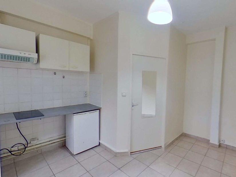 louer appartement charenton-le-pont: studio 15 m²,  pièce à vivre  avec un  coin cuisine  aménagée et  équipée