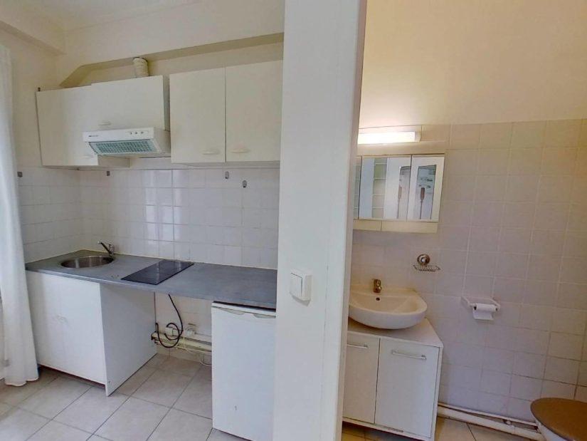 location appartement charenton le pont: studio 15 m² proche bois, avec salle d'eau + wc