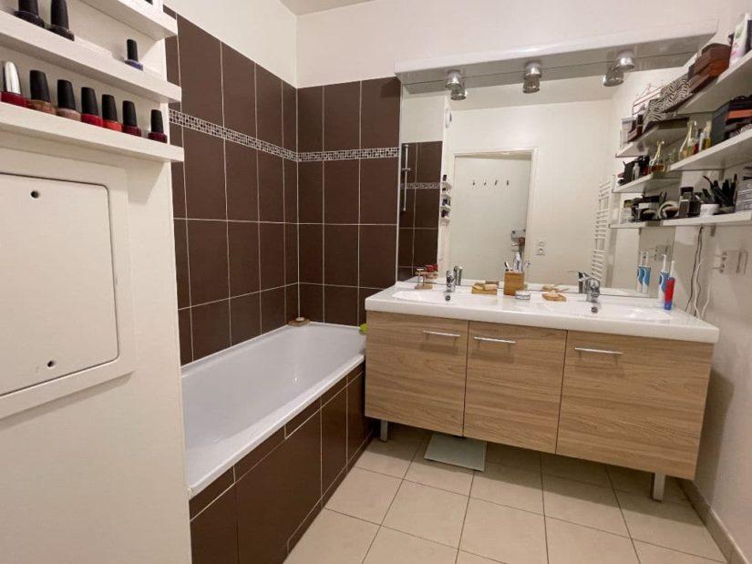 achat appartement maison alfort: 3 pièces 62 m², salle de bains avec baignoire, vasque avec rangements