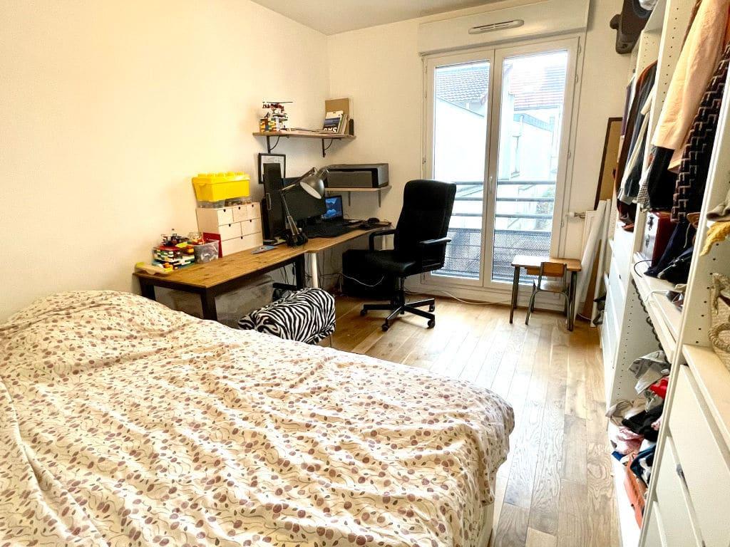 immo maisons alfort: 3 pièces 62 m², deuxième chambre doouble avec bureau, dressing accès balcon