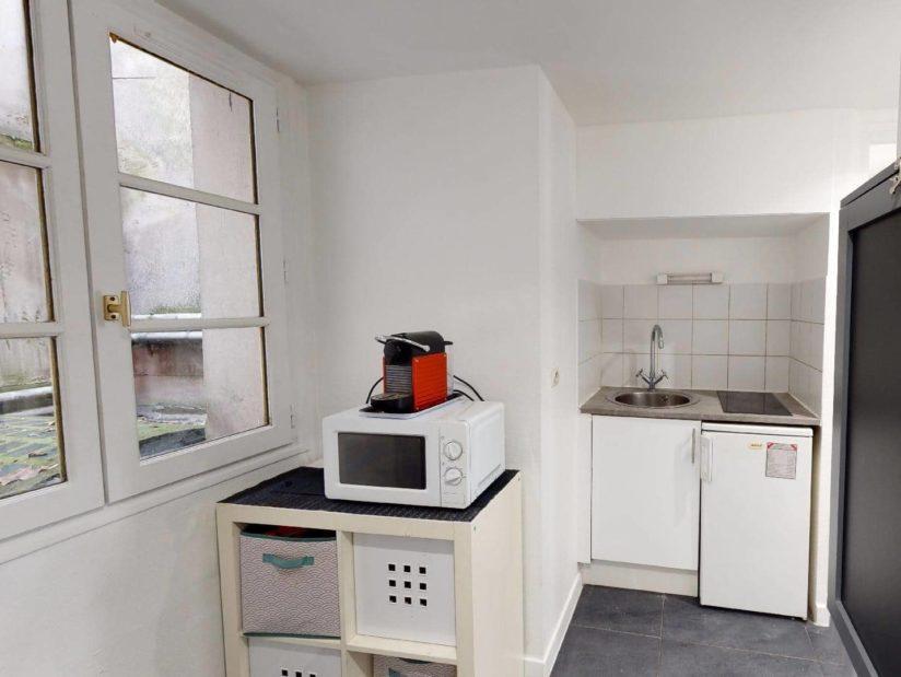 louer studio à charenton: 19 m² proche métro, kitchenette aménagée avec rangements