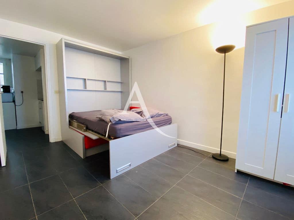 studio à louer charenton: studio 19 m², mobilier adapté convertible en canapé et lit