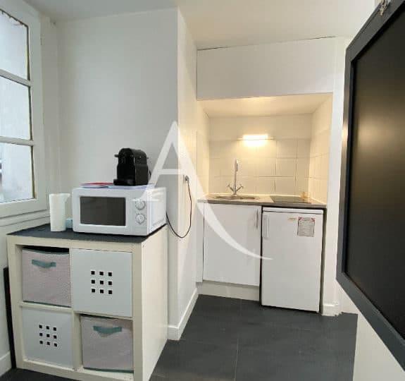 louer studio à charenton: studio 19 m², kitchenette aménagée avec rangements