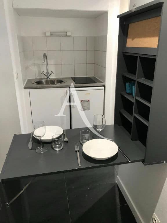 louer studio à charenton le pont: studio 19 m², espace repas aménagé non encombrant