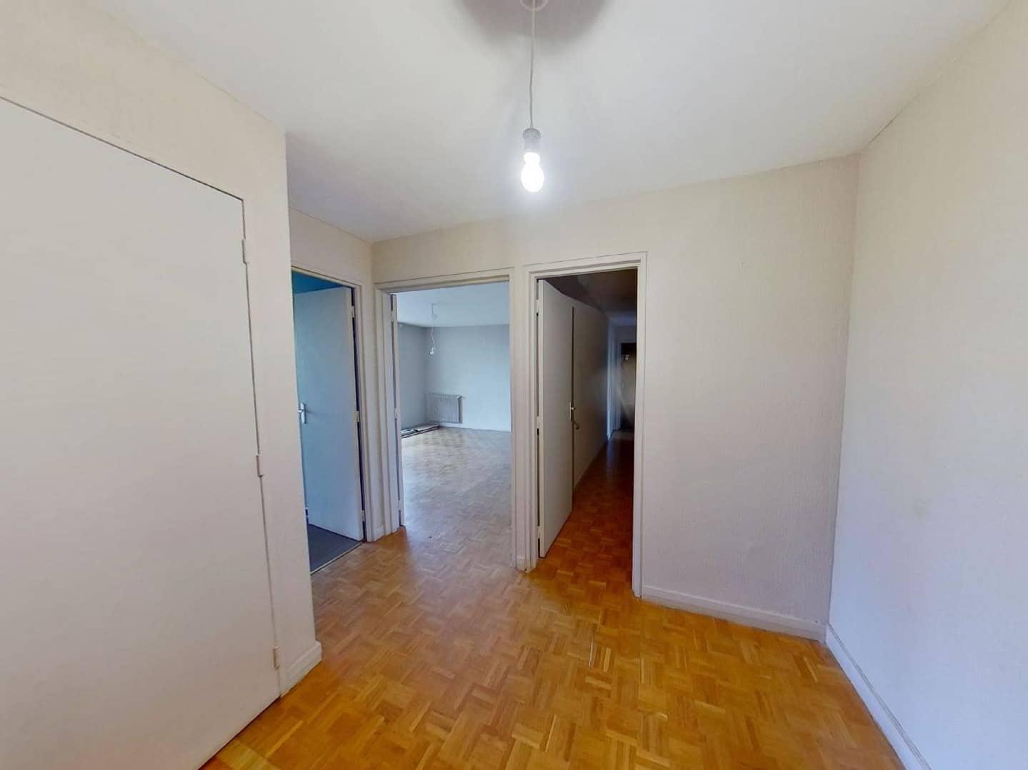 l adresse immobilier: 3 pièces 75 m², hall d'entrée avec armoire /penderie