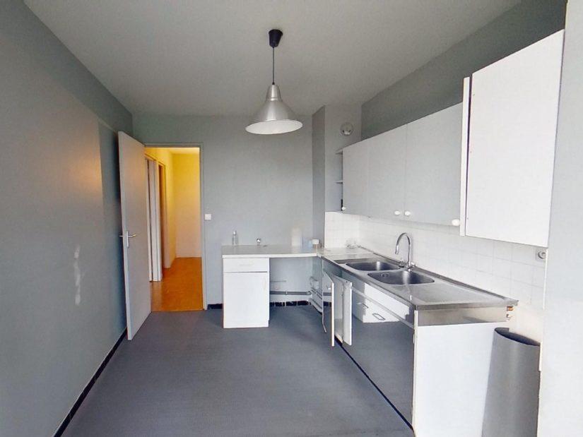 virginia gestion: 3 pièces 75 m², cuisine moderne aménagée et équipée