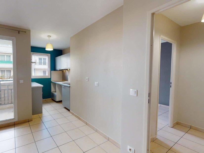 estimation appartement alfortville: 2 pièces 45 m², aperçu cuisine et chambre depuis le salon