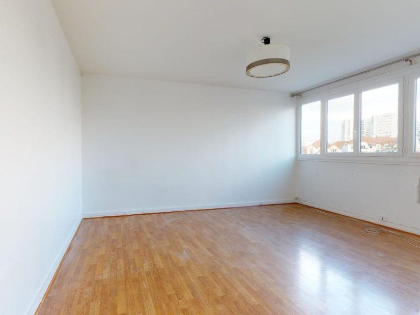 valere immobilier: 4 pièces 85 m², 1° chambre à coucher lumineuse, grandes fenêtres