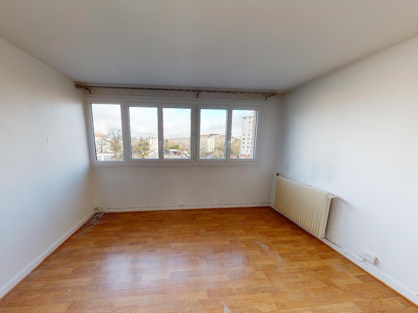 l4adresse: 4 pièces 85 m², 1° chambre à coucher avec grandes fenêtres