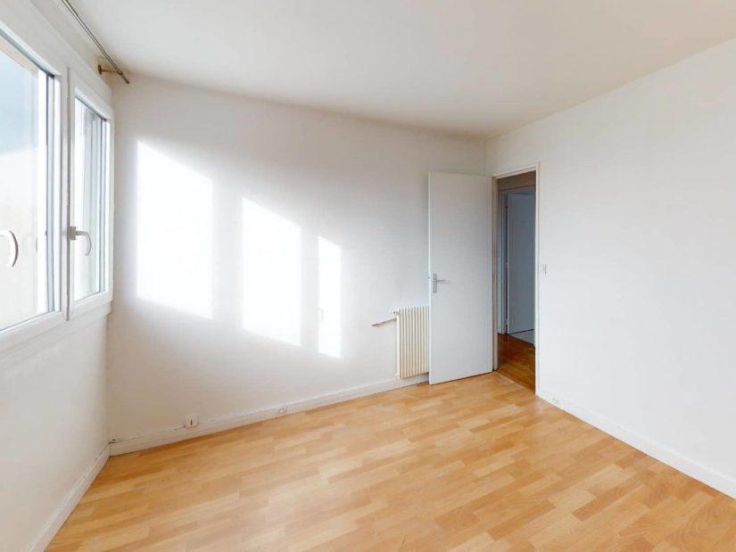 agence d immobilier: 4 pièces 85 m², 2° chambre à coucher bien éclairée