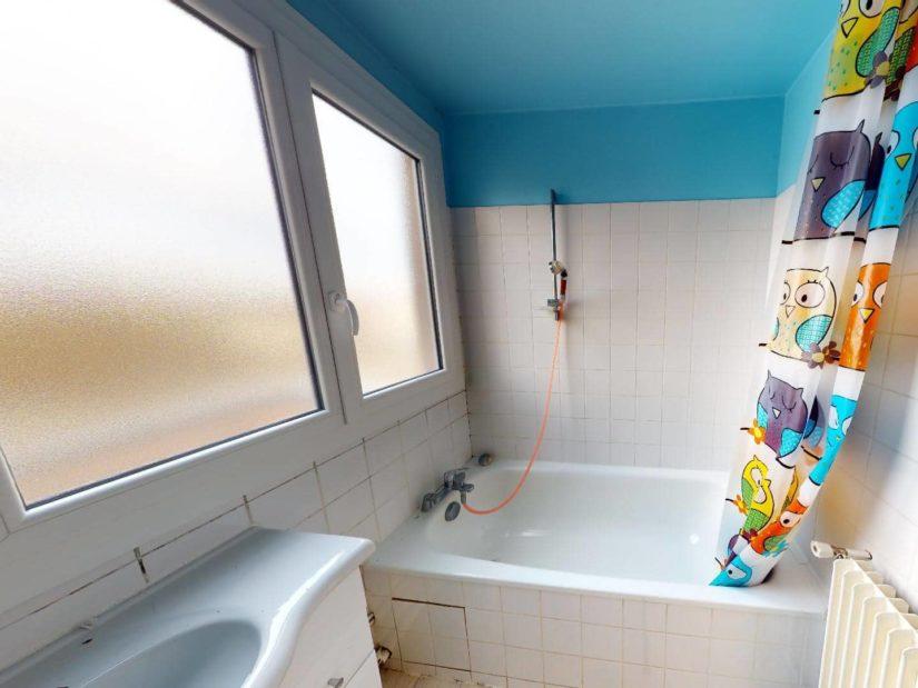 immobilier à acheter: 4 pièces 85 m², salle de bain avec baignoire