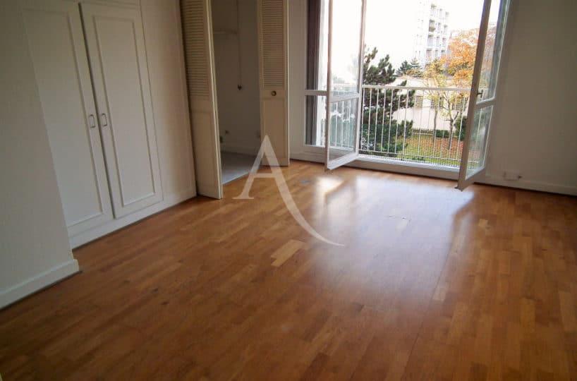 studio à vendre à charenton: 29 m², salon / séjour lumineux ouvert sur un balcon