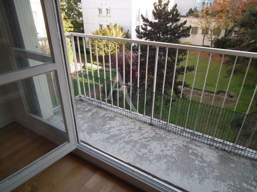 studio à vendre à charenton le pont: 29 m², balcon donnant sur un grand jardin au calme