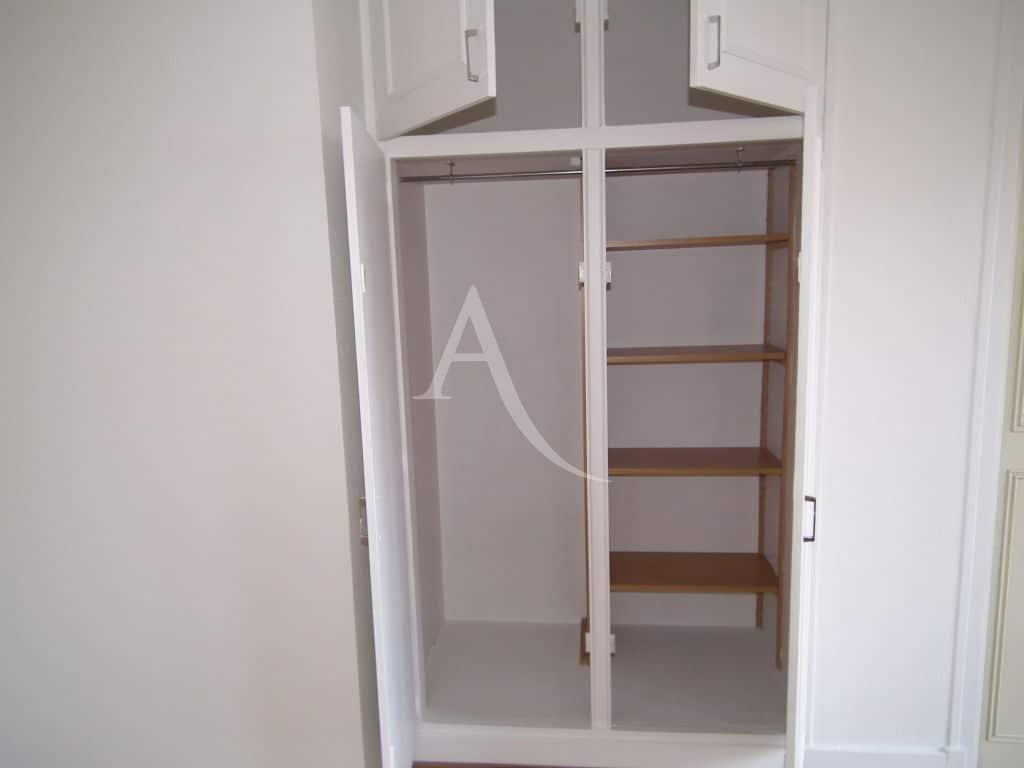vente studio à charenton: 29 m², aperçu du placards à l'entrée