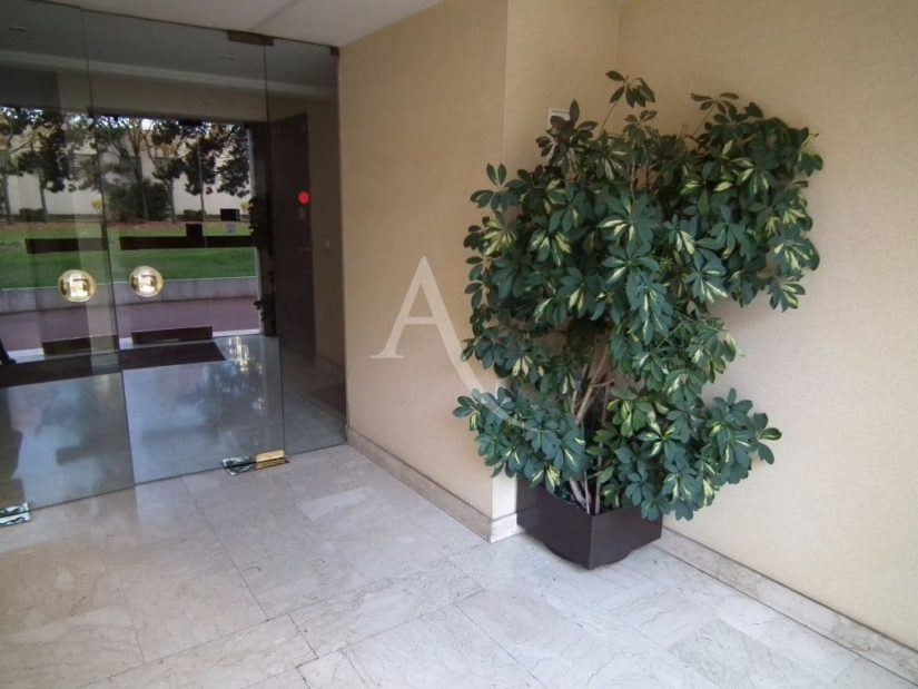 appartement charenton le pont: 29 m², aperçu de l'entrée de l' immeuble de