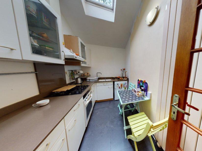 l adresse immobilier: 3 pièces 90 m², cuisine indépendante, velux au plafond