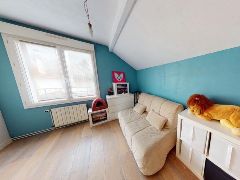l4adresse: 3 pièces 90 m², à l'étage, chambre à coucher avec canapé