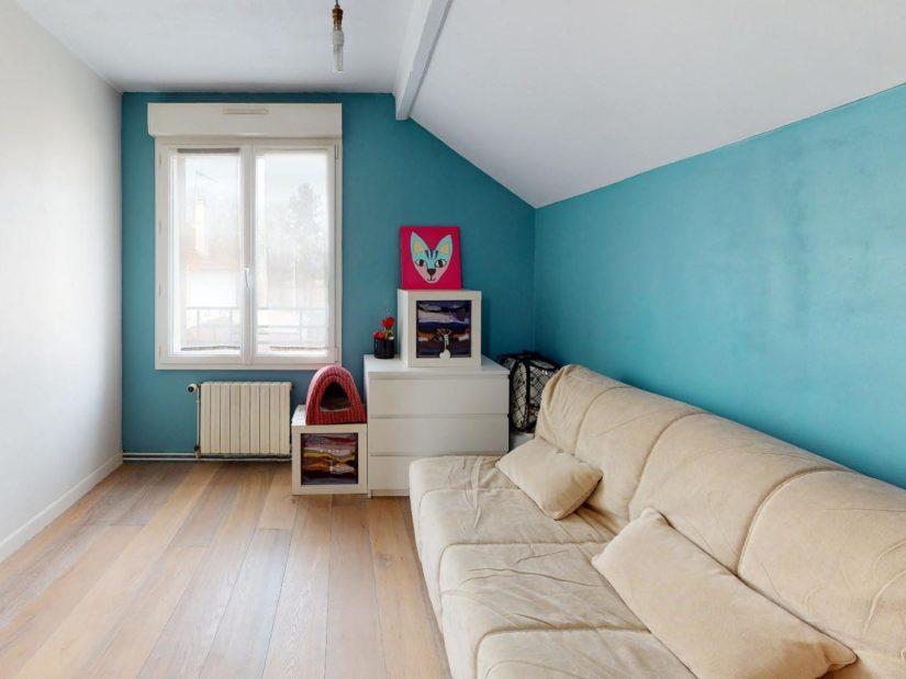 agence immobilière ouverte le samedi: 3 pièces, chambre à couche aménagé d'un canapé