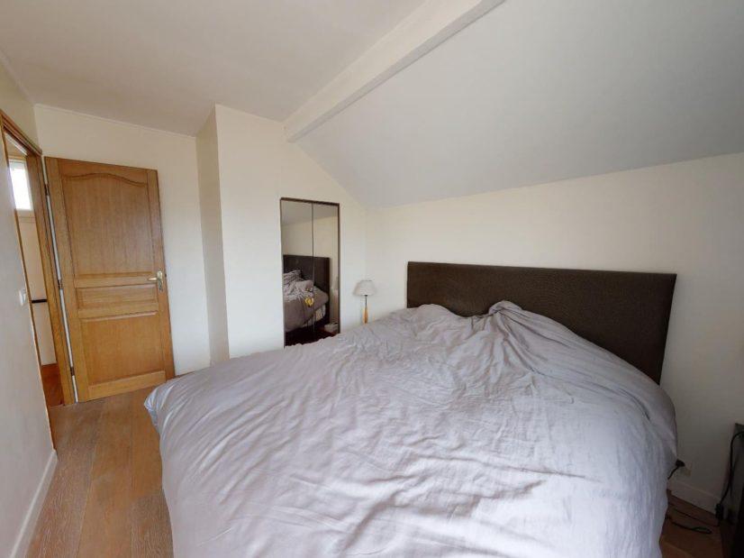 immobilier 94: 3 pièces 90 m², à l'étage, chambre à coucher avec armoire encastrée