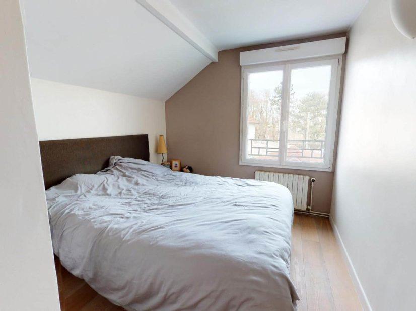 immo valerie: 3 pièces 90 m², lumineuse chambre à coucher, parquet au sol