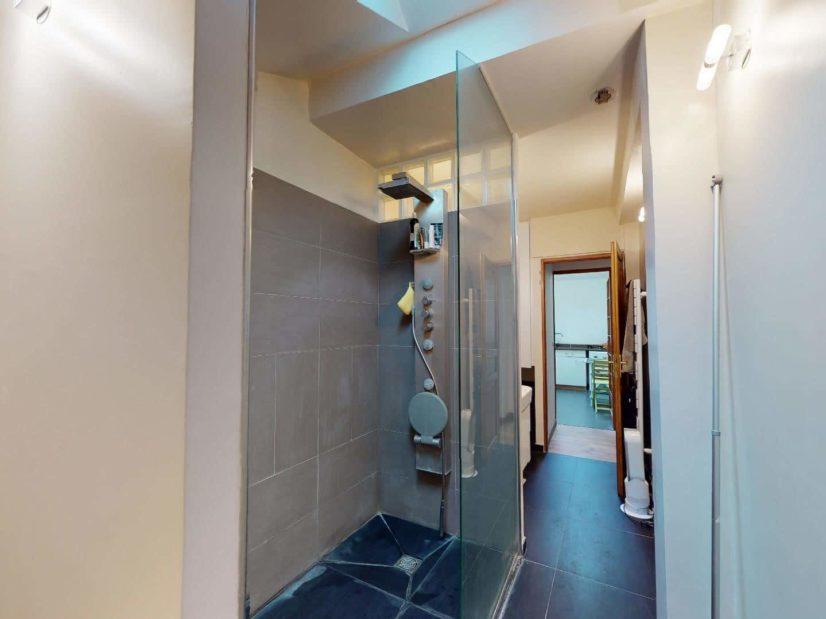 immobilier gestion locative: 3 pièces, salle d'eau moderne avec douche à l'italienne