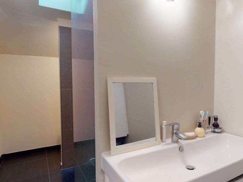 agence immo 94: 3 pièces 90 m², au rez de chaussée, salle d'eau avec grande vasque
