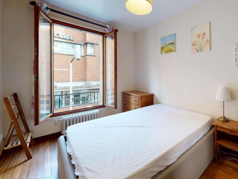 agence immobilière alfortville: 2 pièces meublé, spacieuse chambre à coucher, plafonnier