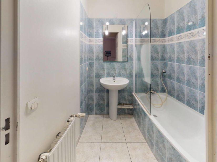 appartement a louer alfortville: 2 pièces 41 m², salle de bains avec baignoire et lavabo