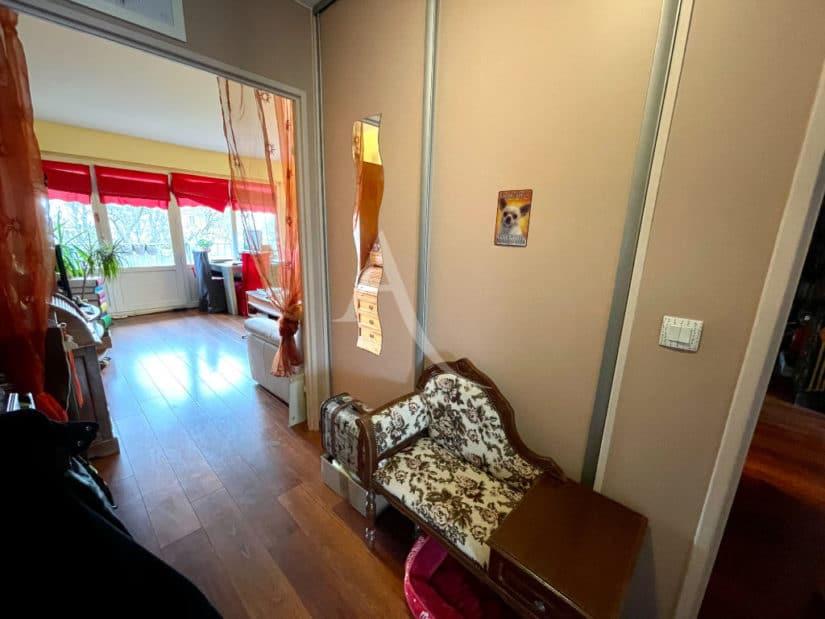 achat appartement maison alfort: 3 pièces 67 m², couloir avec grandes penderies