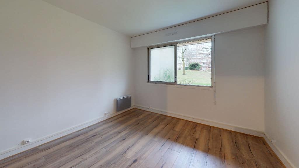 louer studio à maisons alfort: 20 m², belle pièce à vivre lumineuse, vue parc