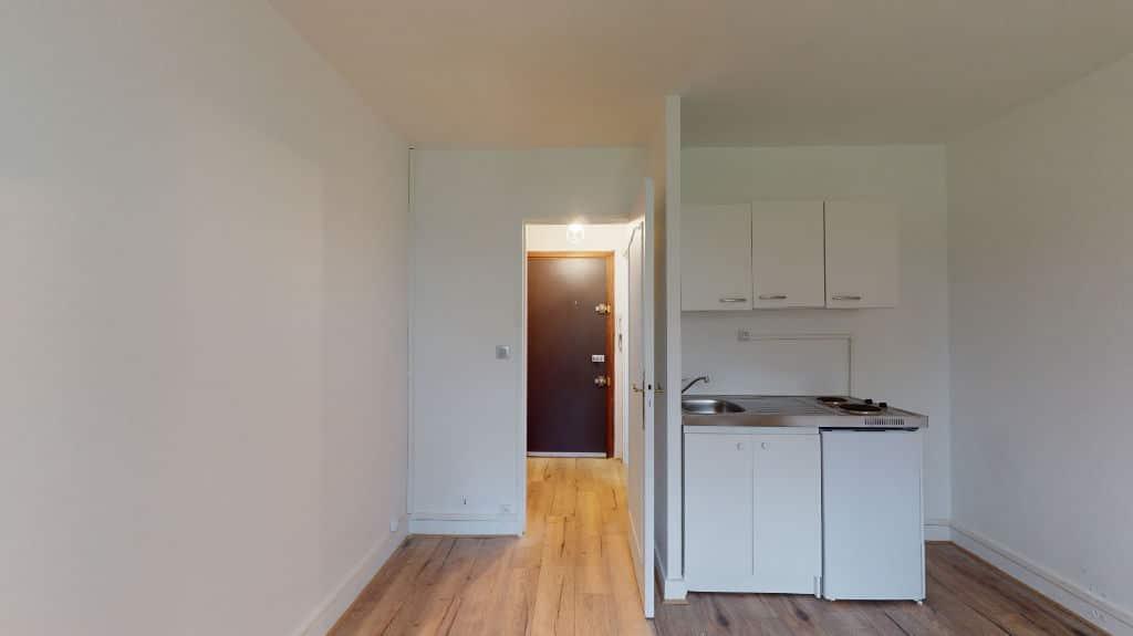 louer studio à maisons-alfort: 20 m², entrée séparée, cuisine américaine avec plaques