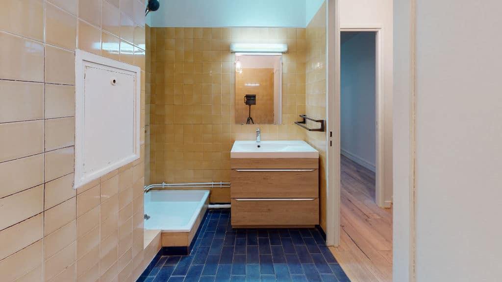 studio à louer maison alfort: 20 m², salle d'eau carrelée avec douche