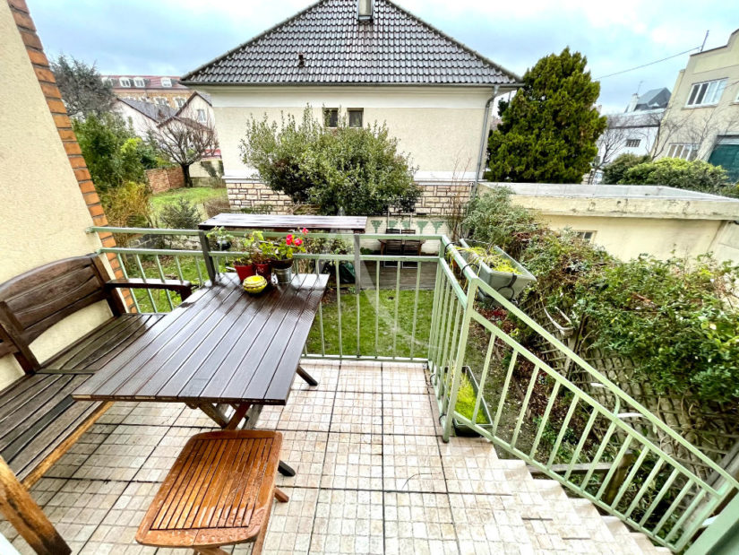 agence immo maisons-alfort: 4 pièces 74 m², terrasse avec son escalier pour accès jardin