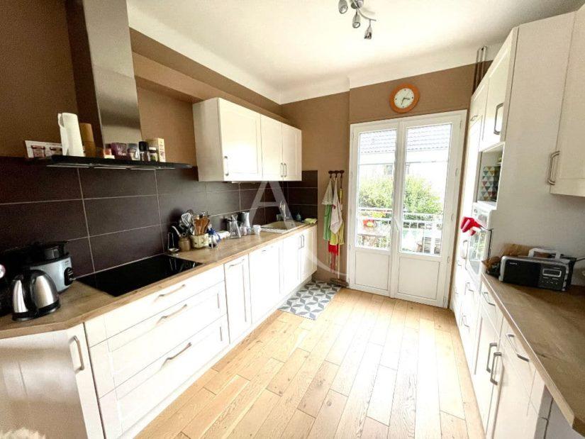 agence immo maison-alfort: 4 pièces 74 m², cuisine ouverte aménagée, récemment refaite