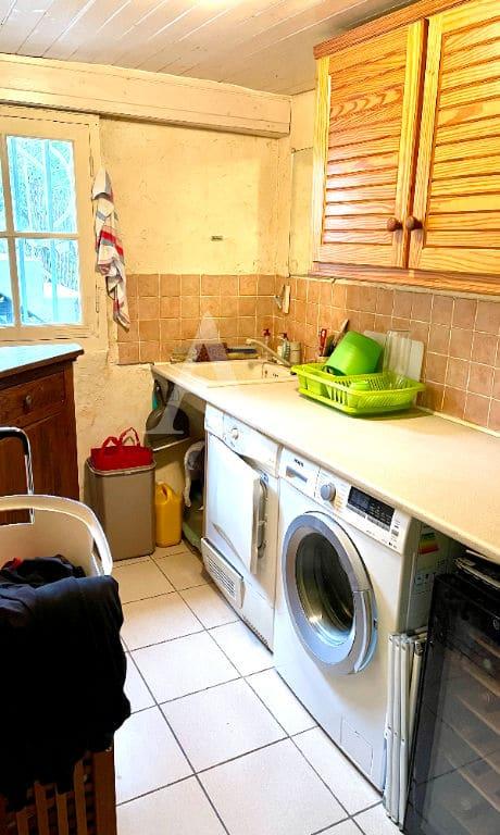 agence maison alfort: 4 pièces, buanderie au rez-de-chaussée pour lave-linge, rangements
