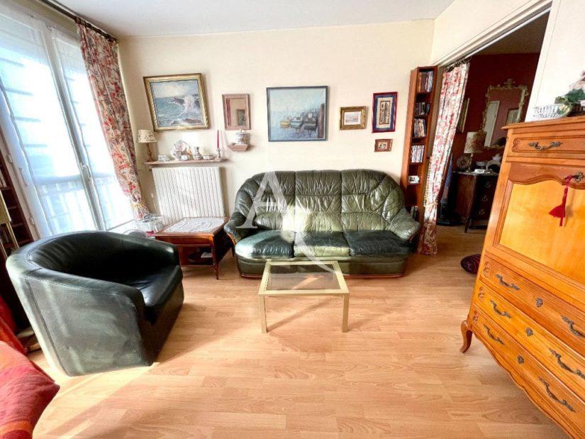 agence immo maisons-alfort: 2 pièces 57 m², séjour avec petit balcon, vue sur parc