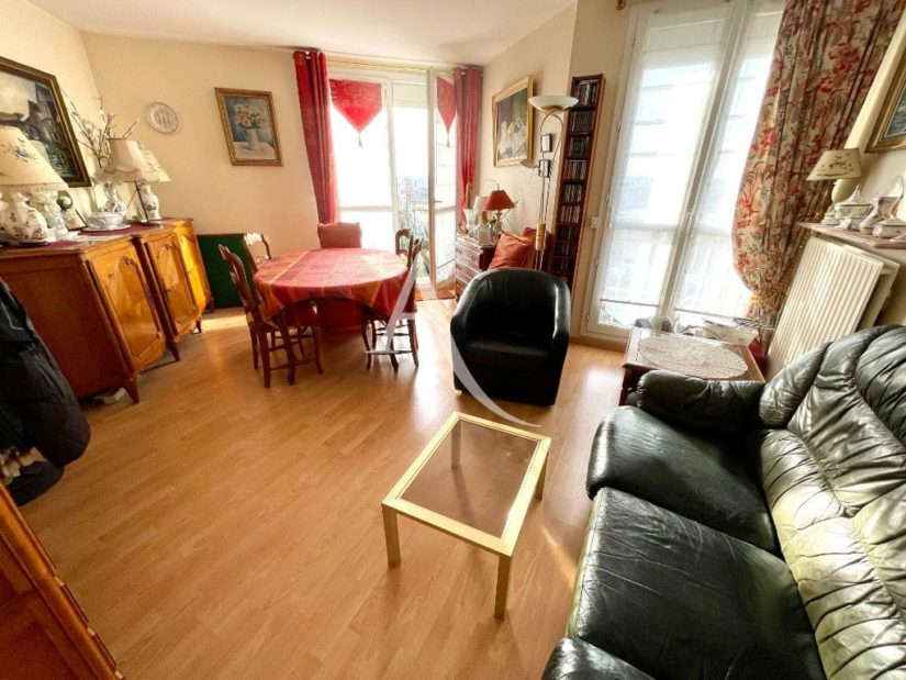 vente appartement 2 pieces maisons alfort: 57 m², séjour avec balcon, volet électrique