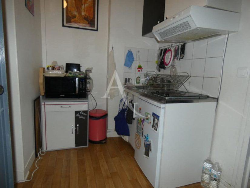 immo alfortville: 2 x 2 pièces 30 m², cuisine indépendante aménagée de plaques et d'une hotte