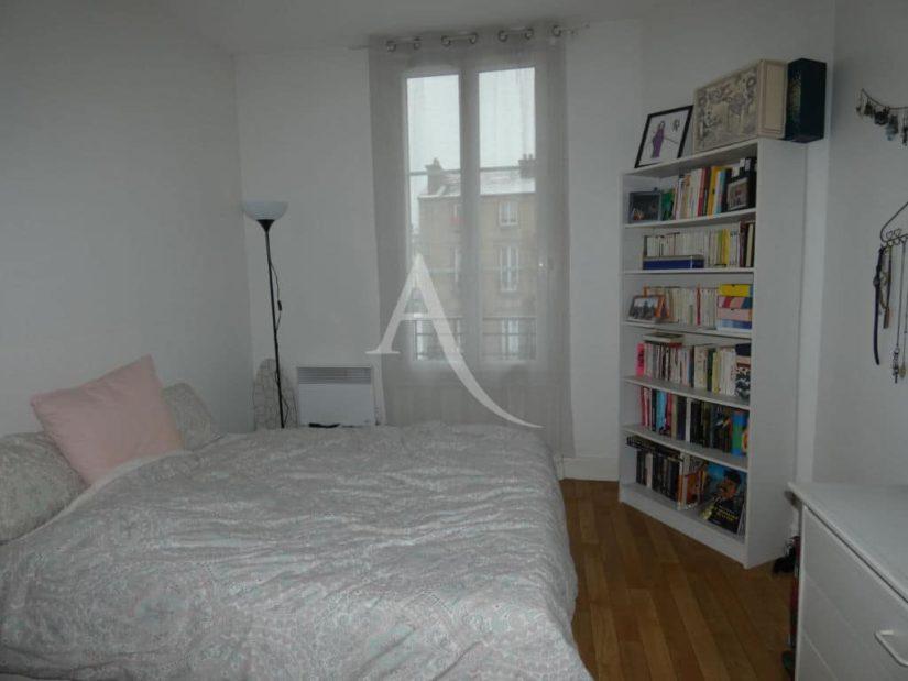 adresse alfortville:  x 2 pièces 30 m², chambre à coucher avec parquet au sol